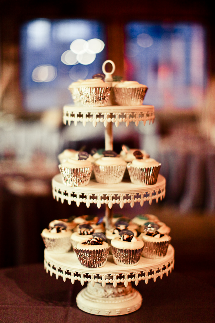 Chicago Wedding Photography Gallery 1028 Cup Cake Stand