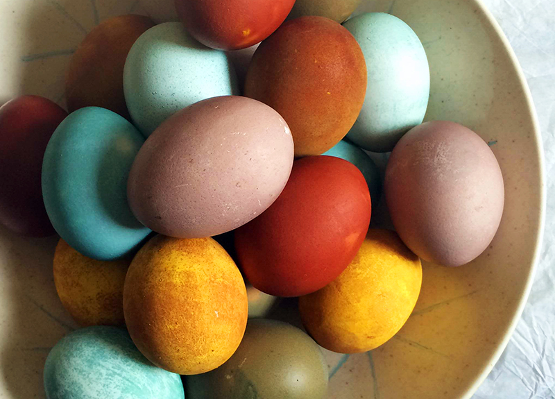 naturally dyed easter eggs how to guide