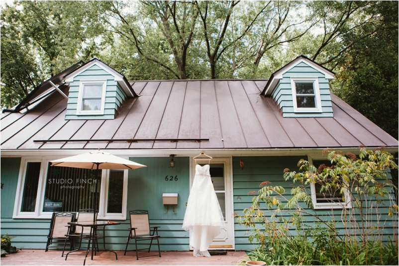 Over The Vines Madison Wedding Photographer Janesville Editorial Photography Studio Finch Modern_0001