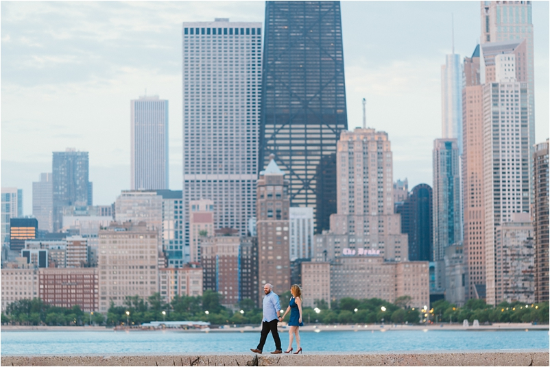 Chicago engagement photographer sunrise beach lifestyle photos wedding cityview lofts_0003
