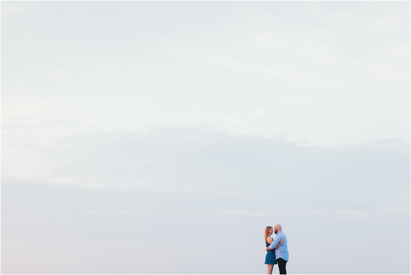 Chicago engagement photographer sunrise beach lifestyle photos wedding cityview lofts_0005