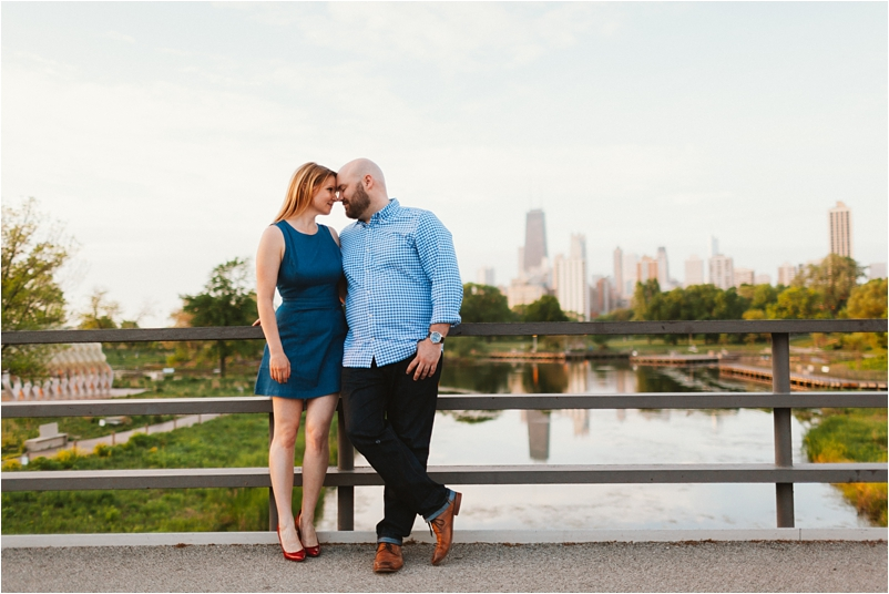 Chicago engagement photographer sunrise beach lifestyle photos wedding cityview lofts_0009