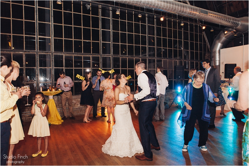 Chicago wedding photo ravenswood event center loft photography vsco contax645 lifestyle photojournalist studio finch_0116