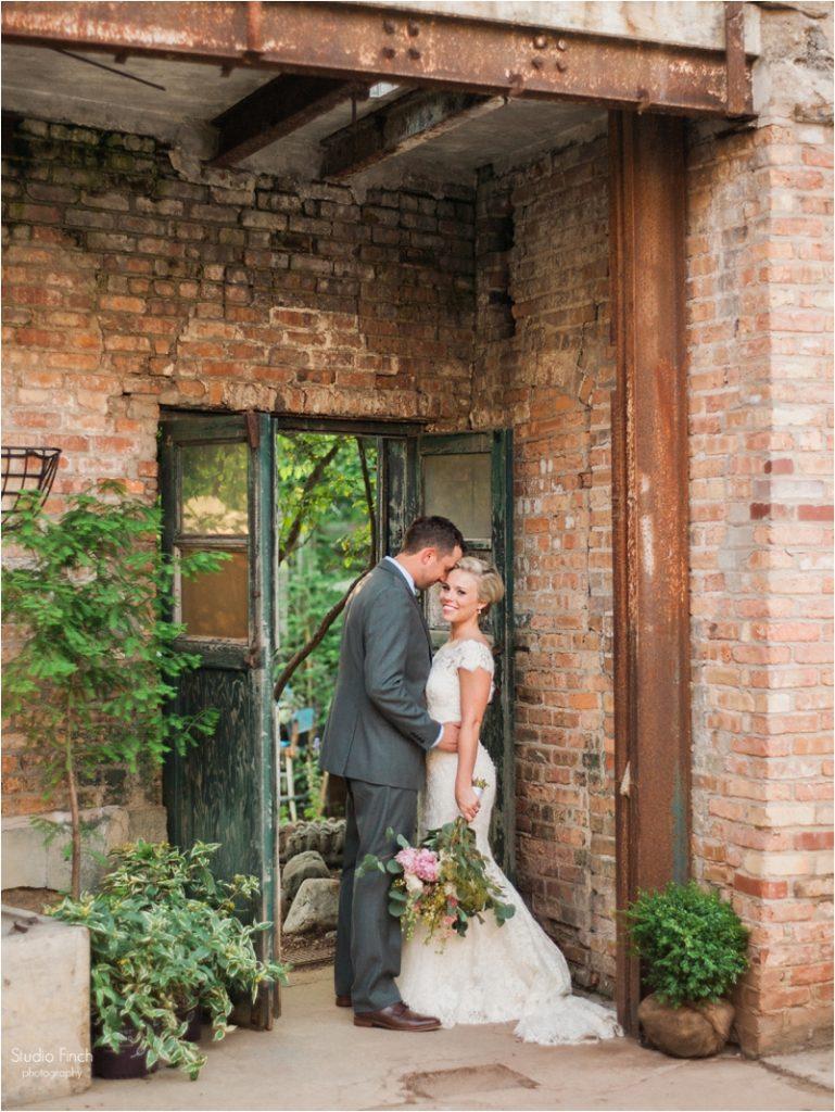 A Blumen Gardens Wedding with Jordan and Justin in Sycamore - Studio ...